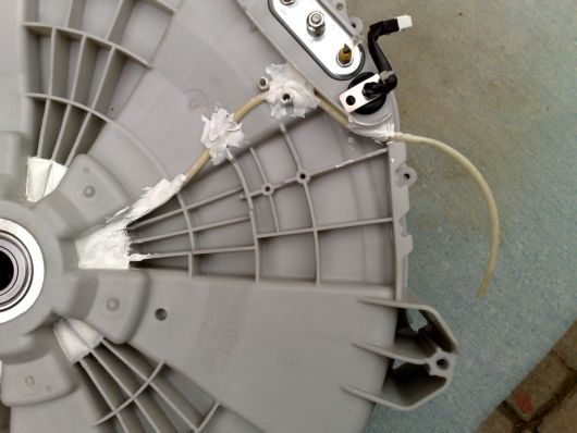 Установка дренажа от контрольного отверстия сальника