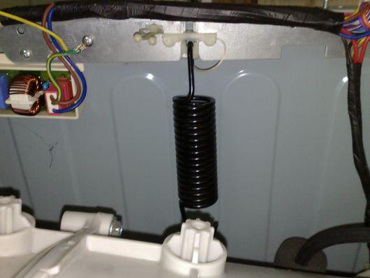 Верхние пружины удерживающие барабан стиральной машины