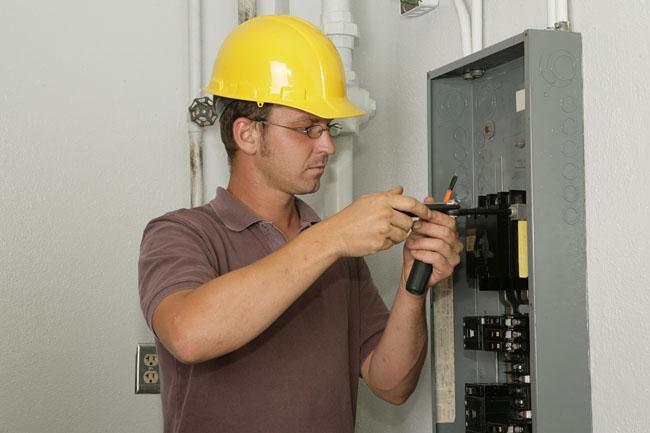 Обслуживание электрического устройства