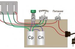 Схема подключения трехфазного двигателя к однофазной сети с реверсом и кнопкой для подключения пускового конденсатора