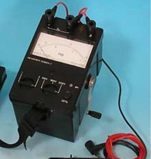 ...мегаомметры , микроомметры), измерителей, а также лабораторных трансформаторов (ЛАТР) и трансформаторов тока.