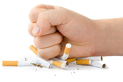 сломать сигареты кулаком