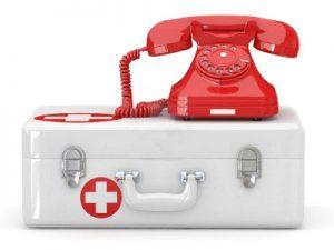 телефон на чемодане корой помощи