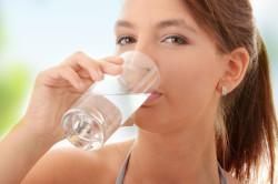 Правильный питьевой режим при запоре
