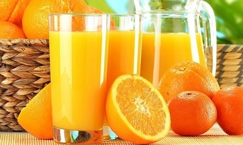 При аутоиммунном тиреоидите нужно употреблять апельсиновый сок, в котором содержится йод