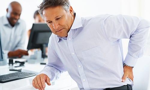 Чувство боли в спине - наиболее частая причина обращений к врачу, в этом состоянии скованности человек не может спокойно работать и жить, для таких случаев необходимо использование бандажа