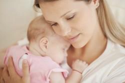 Ношение на руках младенца как причина болей в поянице