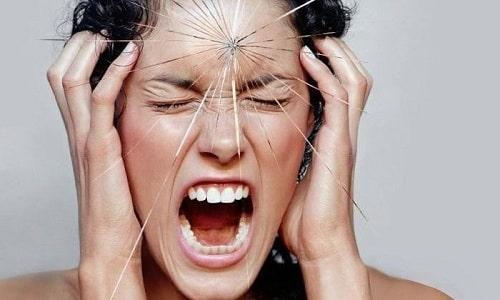 При гипертиреозе возникают изменения в работе нервной системы, выражающиеся агрессивностью и раздражительностью