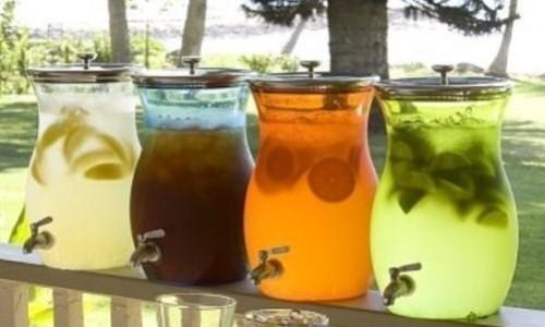 При цистите рекомендуется пить воду, морсы, компоты