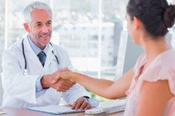 Прием врача для лечения кашля