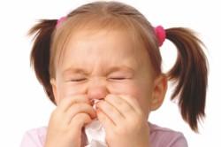 Распространение пневмонии воздушно-капельным путем при чихании