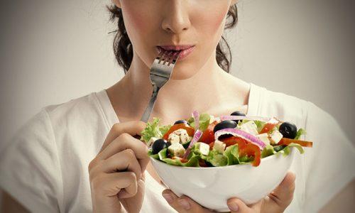 Желательно ввести в меню овощи и фрукты с мочегонным действием