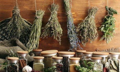 Большинство лекарственных препаратов в форме капель производится из лекарственных растений. В экстрактах трав содержатся активные вещества, обладающие полезными свойствами