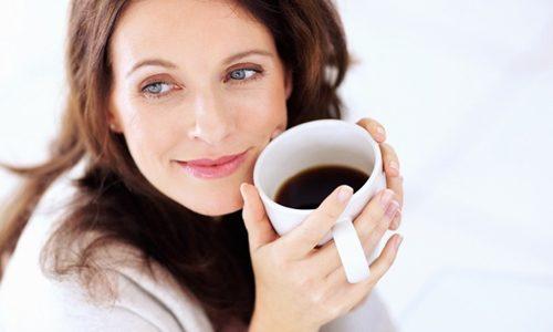 Напиток улучшает настроение, в отдельных случаях частично способствует поддержанию оптимального психоэмоционального фона