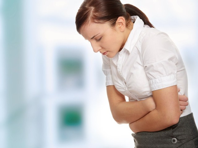 боль в животе как симптом надпочечной недостаточей