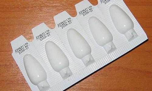 Свечи применяются при лечении цистита в качестве вспомогательного средства