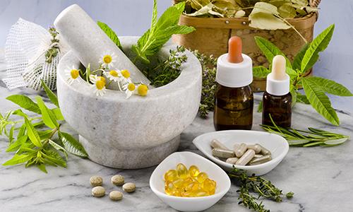 Для лечения цистита используются медикаментозные препараты, в качестве вспомогательных методов могут быть применены народные рецепты и другие нетрадиционные средства