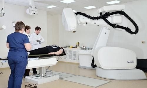 К причинам возникновения болезни относят частые сеансы лечения с помощью лучевой терапии