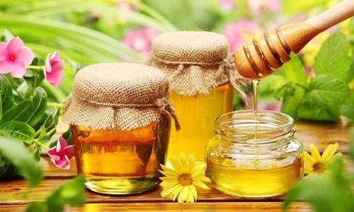 При приготовлении морсов лучше использовать натуральный мед