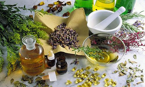 Таблетки и капли на основе сбора целебных трав помогают ускорить процесс выздоровления и уменьшить симптомы воспаления во время болезни