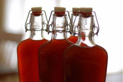 виннач и спиртная настойка в бутылках