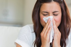 Насморк - один из симптомов острого бронхита