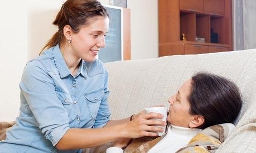 При цистите больному обеспечивают покой и организовывают обильное питье