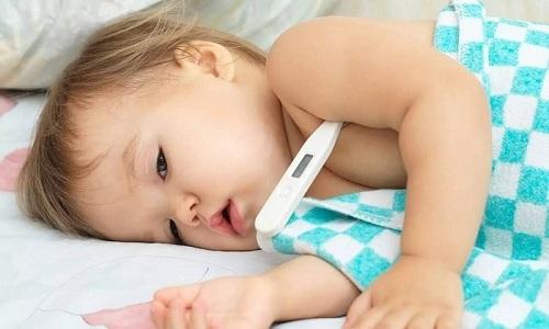 На концентрацию патогенов и химических веществ в моче может влиять высокая температура у ребенка