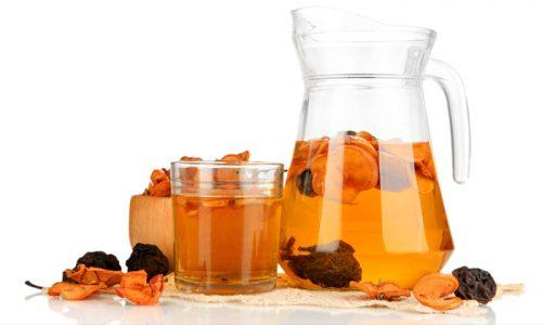 Пить можно приготовленные в домашних условиях из свежих или высушенных фруктов напитки