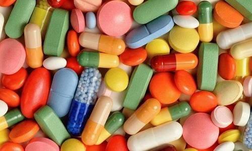 Врач назначает антибактериальные лекарства, фитопрепараты, спазмолитики и антигистаминные препараты, снимающие зуд