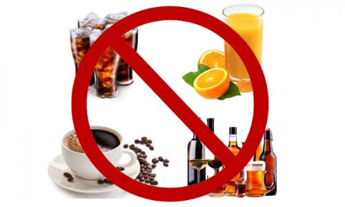 Исключить из меню нужно блюда, способствующие задержке жидкости в организме, алкогольные напитки, консервацию